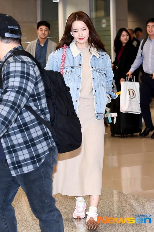Nữ thần Yoona khoe sắc tại sân bay: Ăn mặc đơn giản mà sao xinh quá đỗi, ảnh fan chụp thôi mà đẹp tựa cảnh phim - ảnh 5