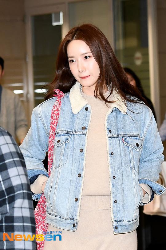 Nữ thần Yoona khoe sắc tại sân bay: Ăn mặc đơn giản mà sao xinh quá đỗi, ảnh fan chụp thôi mà đẹp tựa cảnh phim - ảnh 2