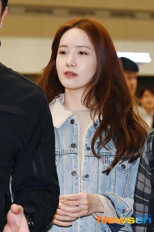 Nữ thần Yoona khoe sắc tại sân bay: Ăn mặc đơn giản mà sao xinh quá đỗi, ảnh fan chụp thôi mà đẹp tựa cảnh phim - ảnh 4