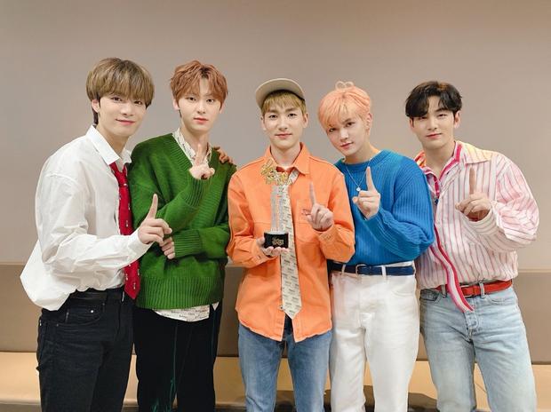 50 boygroup Kpop hot nhất hiện nay: Đối thủ không đội trời chung của BTS trở lại, top 5 gây tranh cãi vì BIGBANG bị tân binh lấn át - ảnh 6