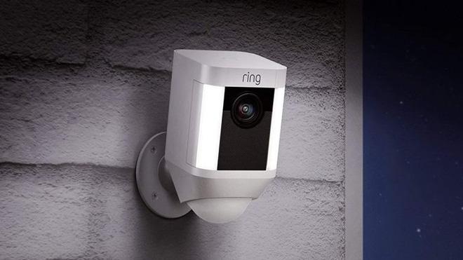 Hacker tấn công camera an ninh, tự xưng ông già Noel, khuyến khích bé gái 8 tuổi đập phá phòng - ảnh 1