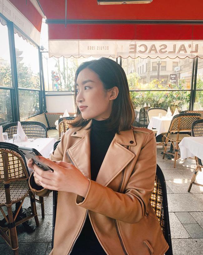 Không cần cầu kỳ cho mệt thân, Hoa hậu Đỗ Mỹ Linh toàn diện đồ tối giản nhưng vẫn sang xịn khỏi bàn cãi - ảnh 7