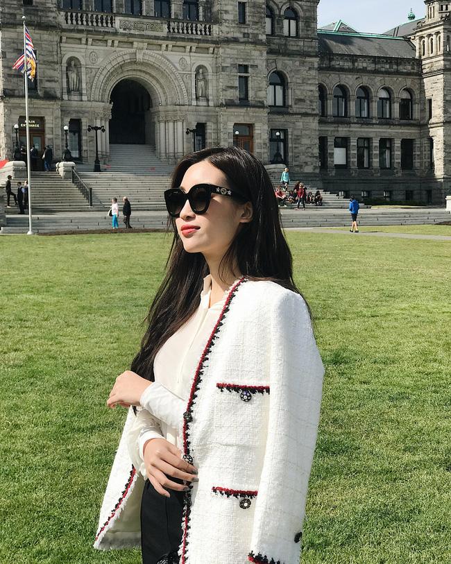 Không cần cầu kỳ cho mệt thân, Hoa hậu Đỗ Mỹ Linh toàn diện đồ tối giản nhưng vẫn sang xịn khỏi bàn cãi - ảnh 10