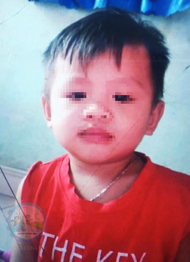 Thương tâm: Thi thể bé trai 16 tháng tuổi ở Biên Hòa đã được tìm thấy tại bờ sông gần nhà sau 1 ngày mất tích - Ảnh 1.