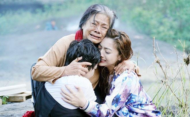 6 bộ phim giúp điện ảnh Việt tăng hạng năm 2019: Đầu năm Hai Phượng soán ngôi, cuối năm Chị Chị Em Em - Mắt Biếc cung đấu - Ảnh 7.