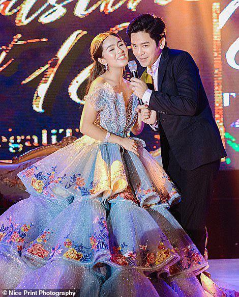 Sinh nhật 18 tuổi của Con nhà siêu giàu châu Á: Thay một lúc 6 bộ váy công chúa, bánh kem sương sương trăm triệu chứ nhiêu - ảnh 3