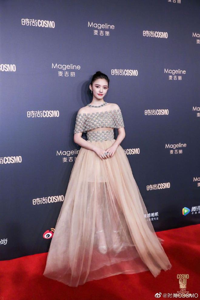 Bội thực thảm đỏ khủng quy tụ 100 sao Hoa-Hàn: Nhiệt Ba - HyunA sexy nổ mắt, Yoona đẹp tựa công chúa, Thẩm Nguyệt thất vọng - Ảnh 27.