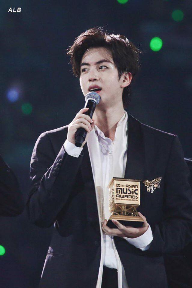 Jin (BTS) nhắc khéo về vấn đề gian lận nhạc số ngay khi phát biểu thắng Daesang Bài hát của năm tại MAMA 2019, được netizen hết lời khen ngợi - ảnh 1