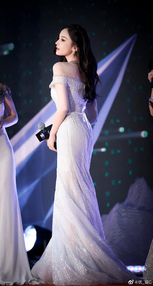 Nữ thần Cbiz hot nhất từ Hàn sang Trung hôm nay: Cổ Lực Na Trát khoe body nóng bỏng ở MAMA, ảnh hậu trường gây choáng - ảnh 7