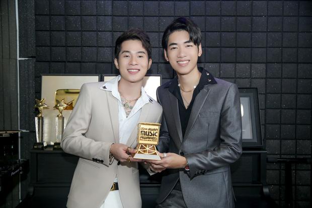 Cùng phát biểu Tiếng Anh khi nhận giải MAMA: Jack & K-ICM bị chê phát âm chưa tốt, nói như đọc tiếng Việt còn Hoàng Thuỳ Linh lại được khen - ảnh 2