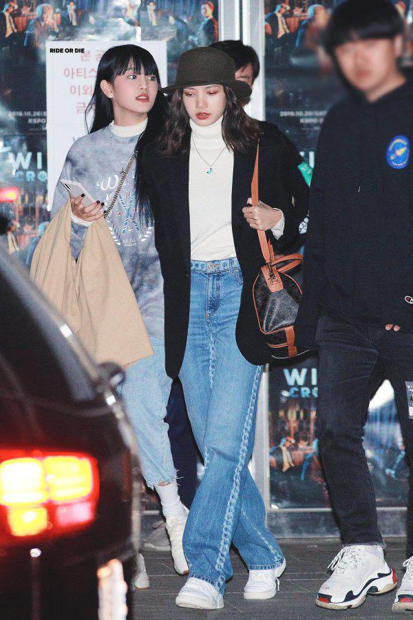Sau nhóm bạn mỹ nam thân với Jungkook và Jennie - Irene, Knet lại phát sốt vì hội bạn không ngờ tới của Lisa (BLACKPINK) - ảnh 5