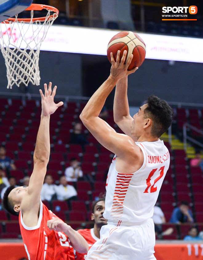 Thắng thuyết phục Singapore, bóng rổ Việt Nam vào bán kết SEA Games 30 lần đầu tiên trong lịch sử - Ảnh 1.