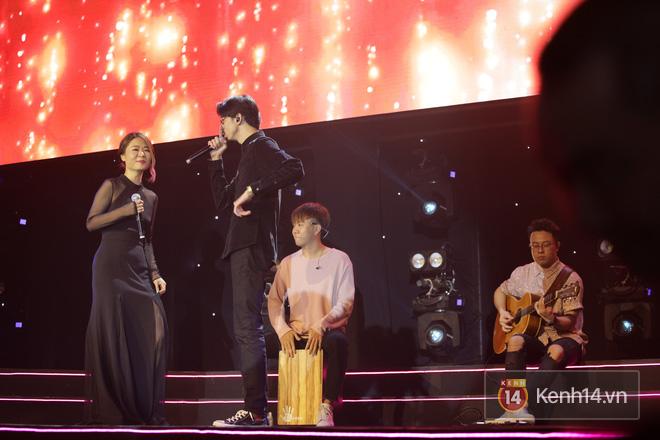 Nóng: Đen Vâu bất ngờ song ca cùng diva Fiona Fung với sân khấu mash-up độc nhất vô nhị A Little Love và Bài Này Chill Phết! - ảnh 3
