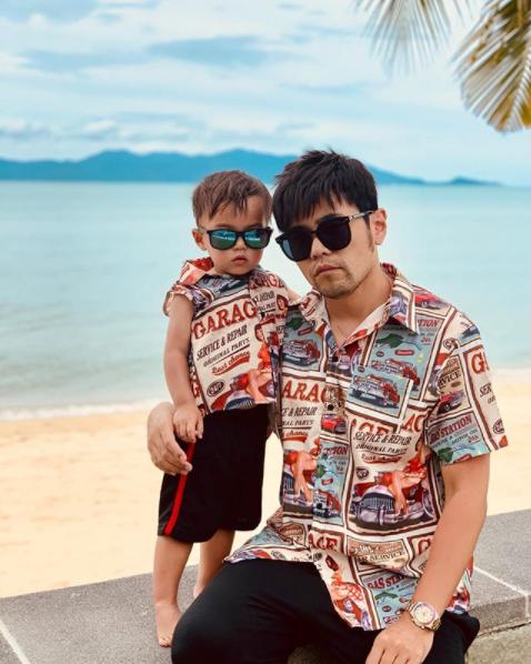 Mới 2 tuổi, quý tử nhà Châu Kiệt Luân đã gây sốt bởi vẻ ngoài cực cool ngầu, tạo dáng chuyên nghiệp không kém bố - Ảnh 3.