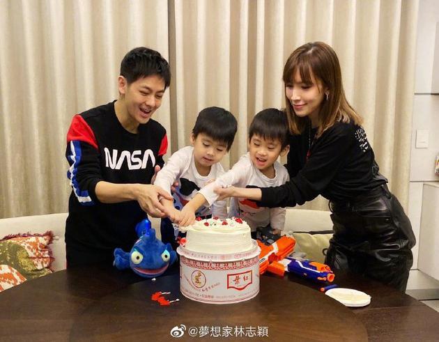 Mời ngày nào còn bé xíu trong vòng tay bố, 2 nhóc tì sinh đôi nhà Lâm Chí Dĩnh giờ đã lớn nhanh như thổi và siêu đáng yêu - Ảnh 3.