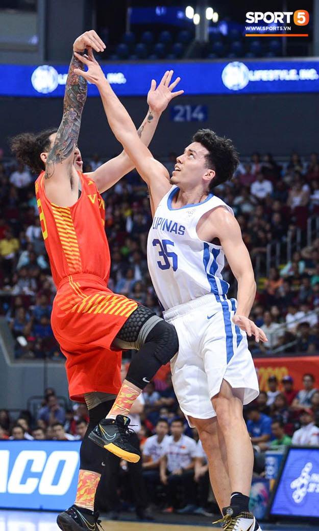 Bất lợi quá lớn về mặt thể hình, đội tuyển bóng rổ Việt Nam nhận thất bại với tỉ số đậm trước chủ nhà Philippines - ảnh 8
