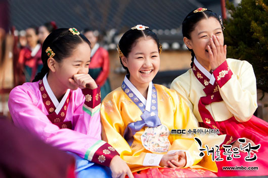 """Báo Hàn chọn 10 phim Hàn hay nhất thập kỉ: Đài cáp tvN """"thầu"""" gần nửa bảng, phim nào cũng thuộc diện nhất định phải xem - Ảnh 6."""