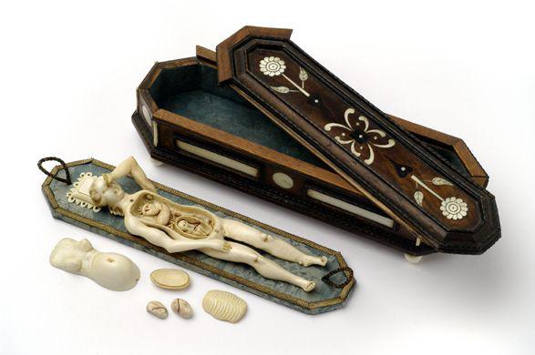 Bí ẩn những con búp bê 300 năm tuổi, được chạm khắc cả nội tạng bên trong - ảnh 5