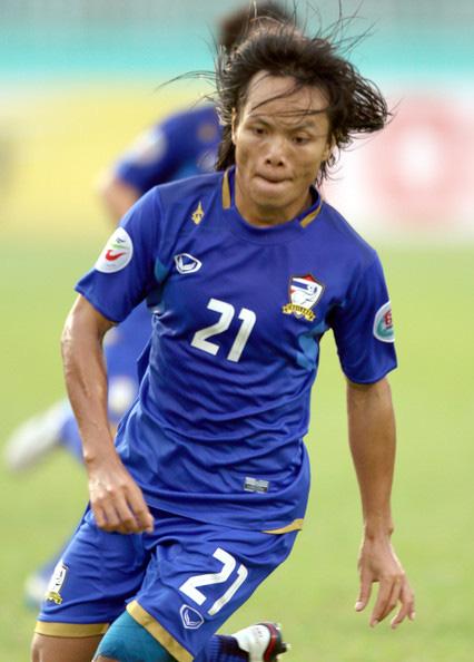 Kanjana Sungngoen, nữ cầu thủ Thái Lan bị một số fan Việt miệt thị: Cưới chồng sau 5 năm yêu nhau, từng đập tan giấc mơ World Cup của Việt Nam - ảnh 1