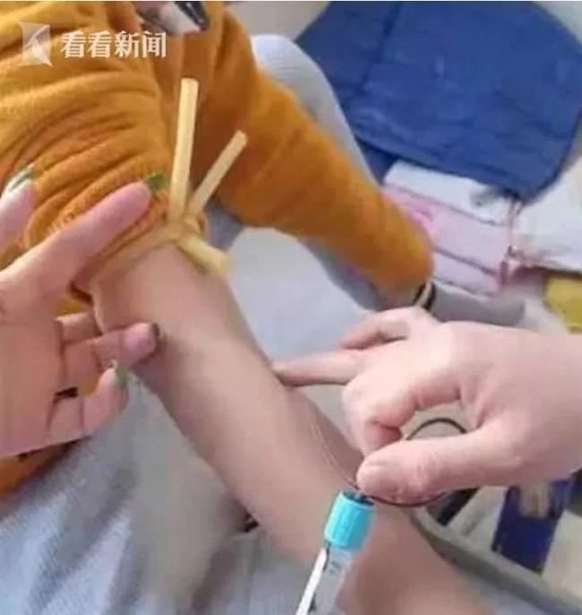Cô giáo đá chảy máu vùng kín bé trai 7 tuổi, dù đã bồi thường hơn 20 triệu đồng nhưng vẫn khiến phụ huynh phẫn nộ - ảnh 2