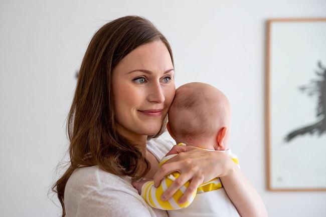 Nữ thủ tướng trẻ nhất Phần Lan gây sốt dư luận: Một bà mẹ bỉm sữa xinh đẹp cùng góc khuất gia đình ít ai biết - ảnh 3