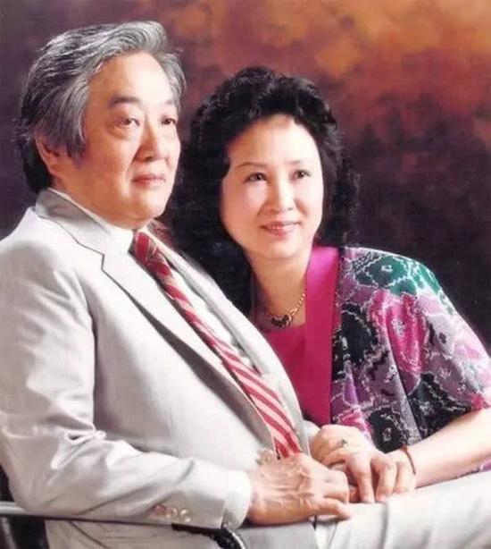 Chuyện đời trắc trở của nữ sĩ Quỳnh Dao: 3 đời chồng, chấp nhận làm tiểu tam giật chồng, tự tử vì bị cấm cưới vẫn không có hạnh phúc - ảnh 5