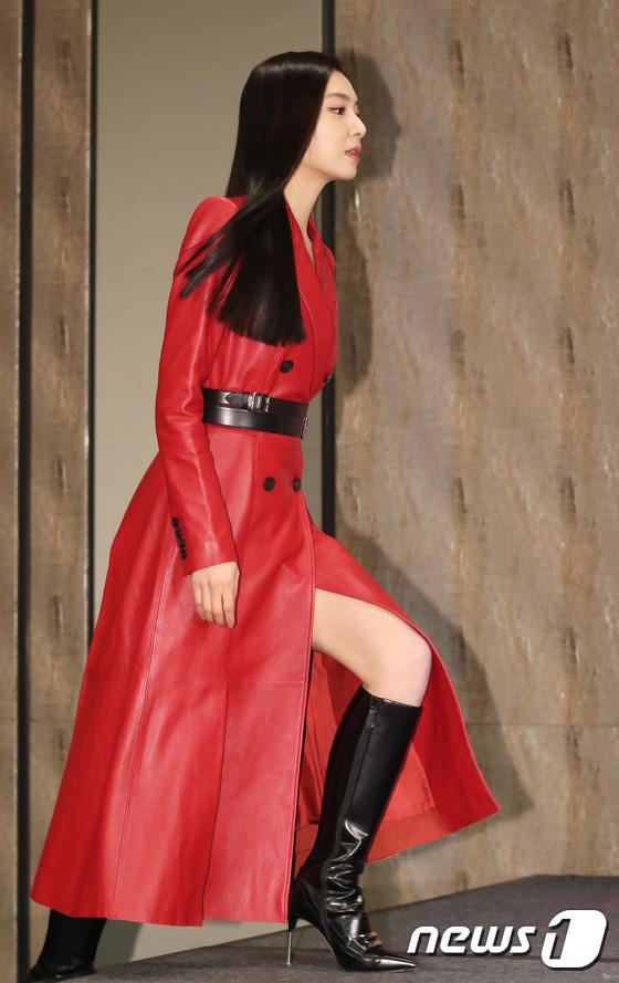 Sự kiện ngược đời: Nữ thần Son Ye Jin lu mờ trước nữ phụ cực sang chảnh, lộ khoảnh khắc cực tình với Hyun Bin - ảnh 6