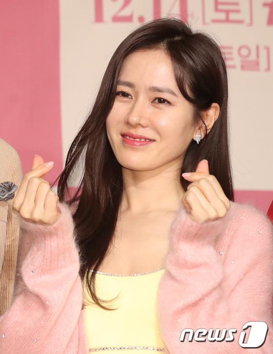 Sự kiện ngược đời: Nữ thần Son Ye Jin lu mờ trước nữ phụ cực sang chảnh, lộ khoảnh khắc cực tình với Hyun Bin - ảnh 5