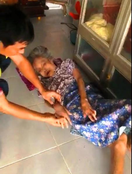 Phẫn nộ nghịch tử bạo hành mẹ già dù được cho tiền tỷ để phụng dưỡng - Ảnh 2.