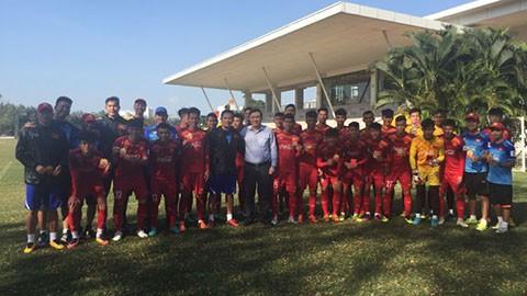 Lãnh đạo VFF thăm, động viên và lì xì đầu năm mới ĐT U22 Việt Nam - Ảnh 2.