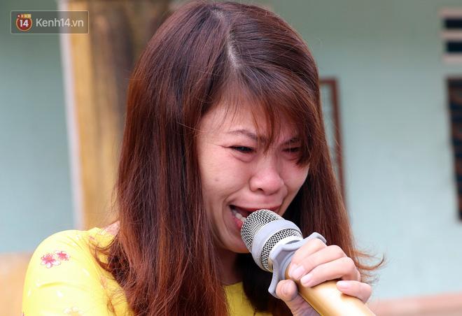 Buổi chào cờ đầu năm mới chìm trong nước mắt ở ngôi trường có 6 học sinh đuối nước thương tâm - Ảnh 7.
