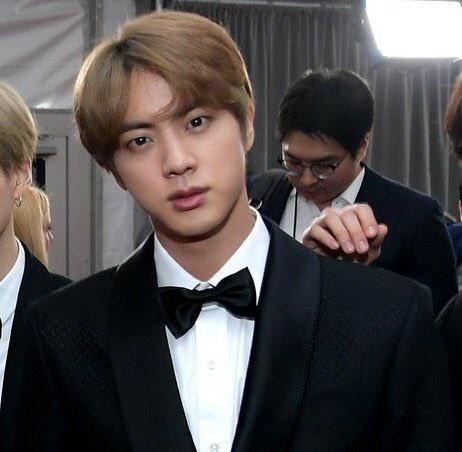 Sau Grammy 2019, nhân vật cậu tóc nâu và chàng trai tóc bạc hà bỗng được netizen quốc tế lùng sục gắt gao - Ảnh 6.