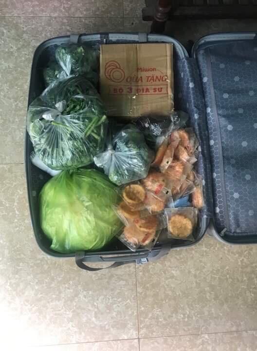 Trở về thành phố sau Tết, sinh viên hớn hở khoe tình yêu của gia đình qua núi thực phẩm vác theo - Ảnh 10.