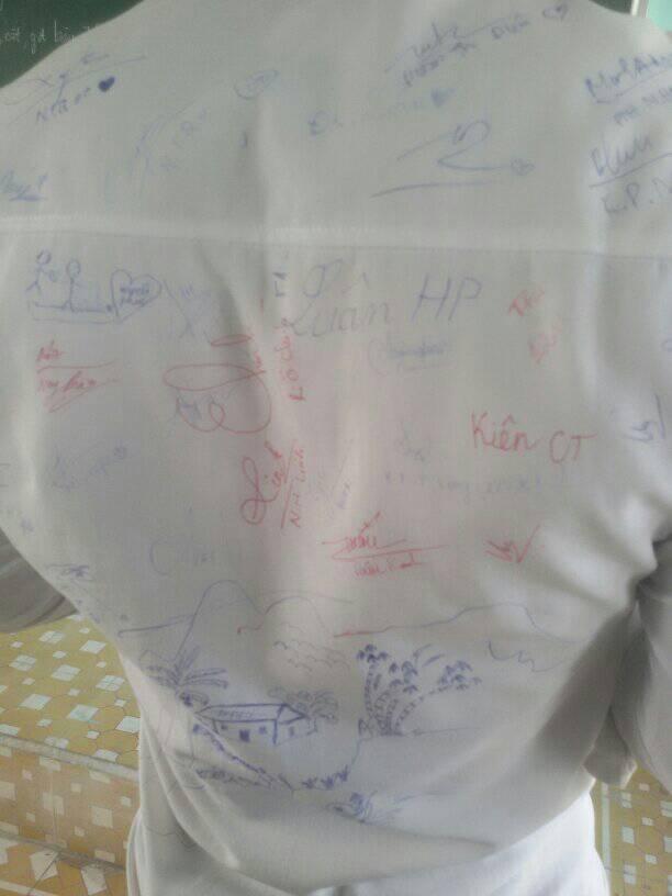 Vô tình tìm thấy chiếc áo đồng phục cũ, cậu bạn chia sẻ câu chuyện buồn của lớp mình khiến ai cũng bồi hồi - ảnh 9