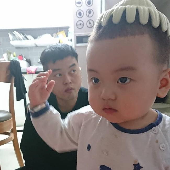 Nhóc tỳ 16 tháng tuổi gây sốt nhờ gương mặt đầy biểu cảm nhưng hàng lông mày của bé mới khiến chị em khao khát - Ảnh 5.