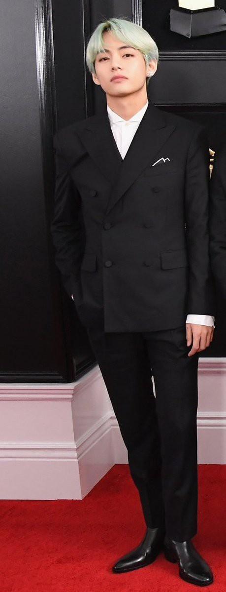 Chùm ảnh: Khoảnh khắc xuất thần của V (BTS) ở Grammy khiến dân tình phải thốt lên Chàng trai với mái tóc xanh lá là ai vậy? - Ảnh 8.