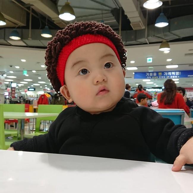 Nhóc tỳ 16 tháng tuổi gây sốt nhờ gương mặt đầy biểu cảm nhưng hàng lông mày của bé mới khiến chị em khao khát - Ảnh 7.