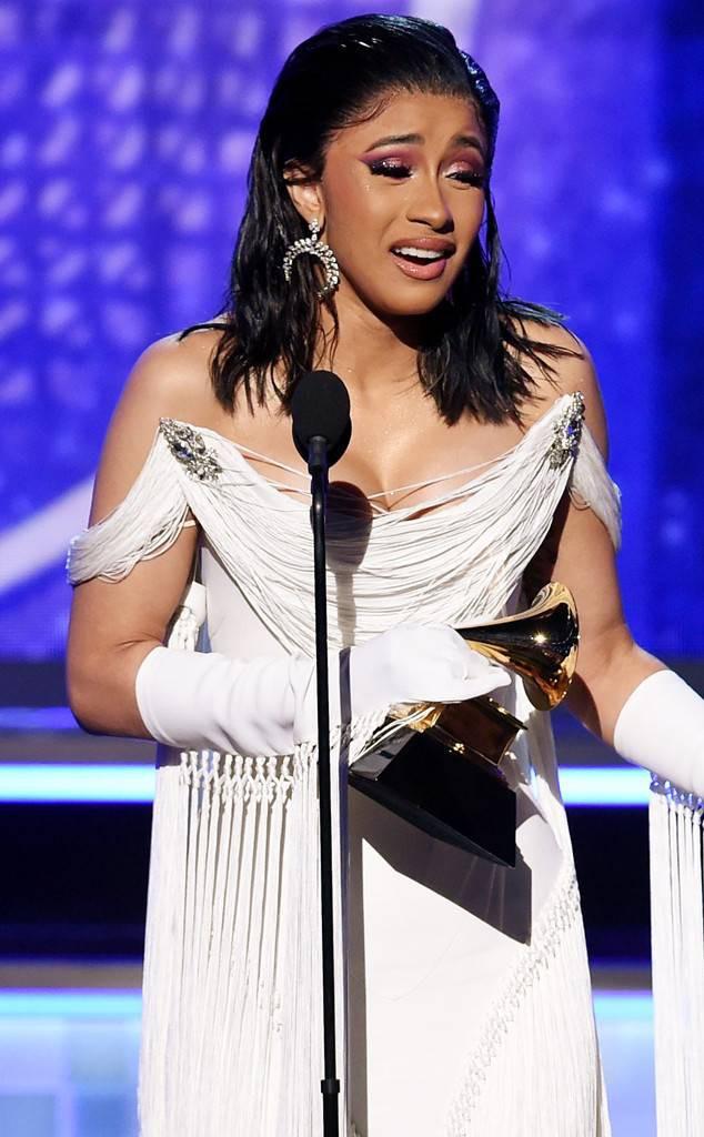 Chuyện gì xảy ra nữa đây: Ariana văng tục khi Cardi B nhận Grammy, sau đó xin lỗi và thả tim tình thương mến thương - Ảnh 5.