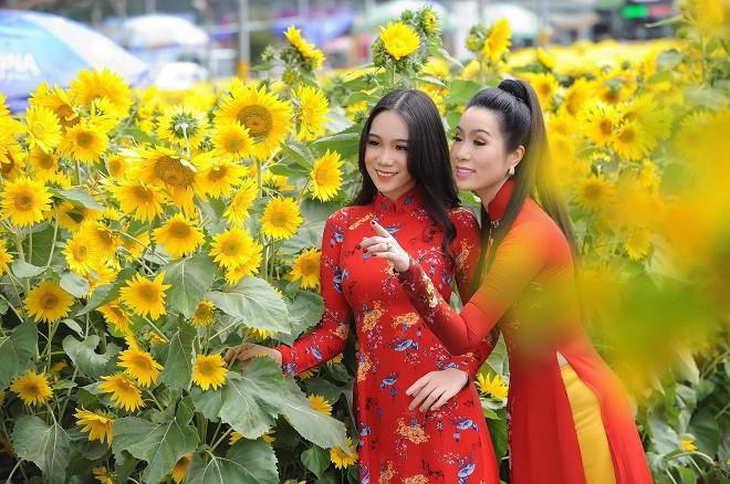 Con gái NSƯT Trịnh Kim Chi: Cô bé da đen mũm mĩm lột xác thành thiếu nữ xinh xắn, cao 1m72 - ảnh 1