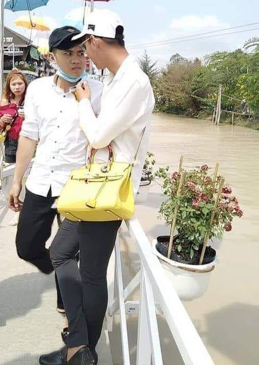 Nhờ dân mạng xóa hộ thánh lườm trong ảnh chụp với bạn gái, thanh niên nhận cái kết đắng ngắt như mọi khi - ảnh 3