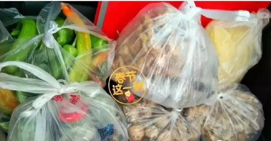 Trung Quốc: Chết cười hình ảnh lợn và gà chen chúc nhau trên cốp xe lên thành phố sau nghỉ Tết - ảnh 6