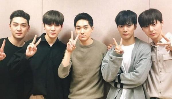 Độ tuổi trung bình của các boygroup Kpop: SHINee, BTS, NU'EST gây bất ngờ vì quá trẻ - ảnh 6