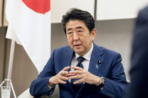Thủ tướng Nhật Bản không sử dụng điện thoại thông minh - ảnh 1
