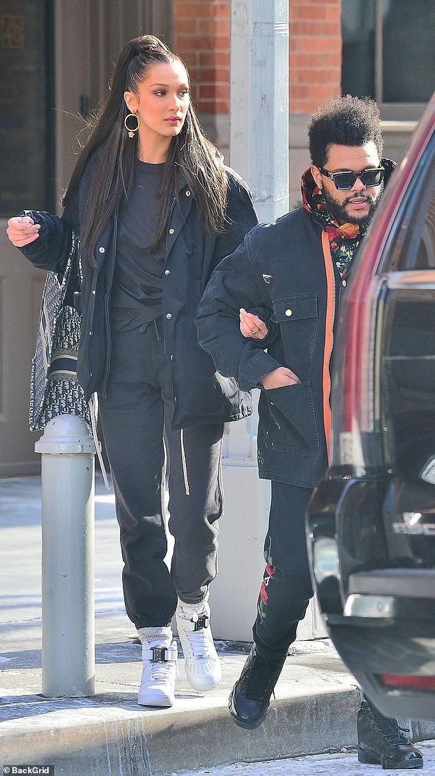 Trời lạnh tới mức tóc đông cứng, Bella Hadid vẫn ấm áp vô cùng vì có bạn trai The Weeknd bên cạnh - Ảnh 5.