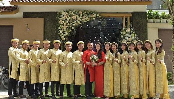 Tết Kỷ Hợi: Hội cầu thủ Việt cực đẹp trong áo dài cách tân - Ảnh 10.