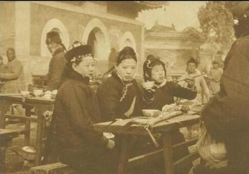 Ảnh hiếm về khung cảnh đón Tết của người Trung Quốc dưới thời nhà Thanh hàng trăm năm trước - ảnh 10