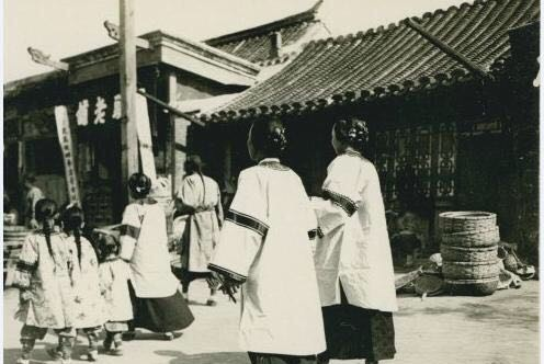 Ảnh hiếm về khung cảnh đón Tết của người Trung Quốc dưới thời nhà Thanh hàng trăm năm trước - ảnh 2