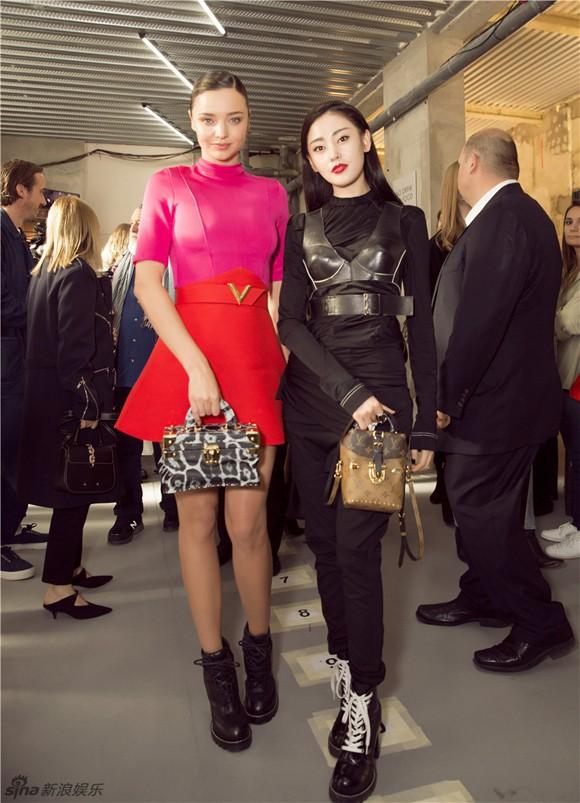 Mỹ nhân Cbiz – Hollywood trong 1 khung hình khi dự show thời trang: Phong cách khác biệt nhưng thần thái ai nhỉnh hơn? - Ảnh 9.