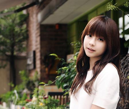 Không được công ty quan tâm, netizen chỉ biết tiếc nuối cho nữ ca sĩ từng là kỳ phùng địch thủ của IU này - Ảnh 1.