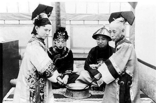 Ảnh hiếm về cách tổ chức hôn lễ của một gia đình quý tộc Trung Quốc thời nhà Thanh xưa kia - ảnh 7